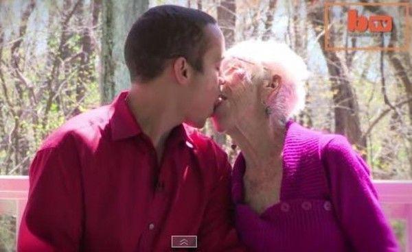 Les femmes plus âgées baisent les garçons adolescents